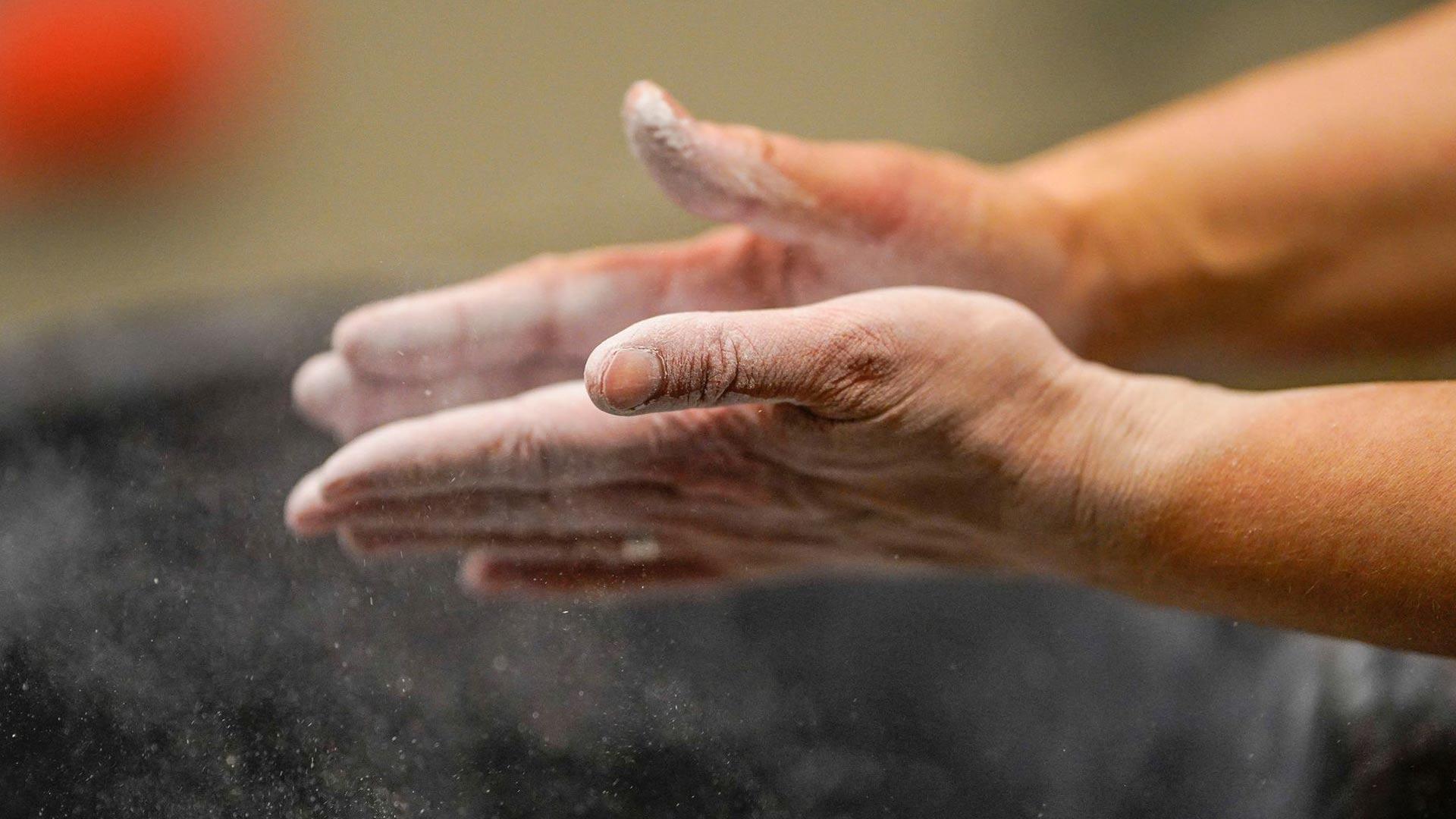 Tottumattomalla nahat irtoavat sormista.