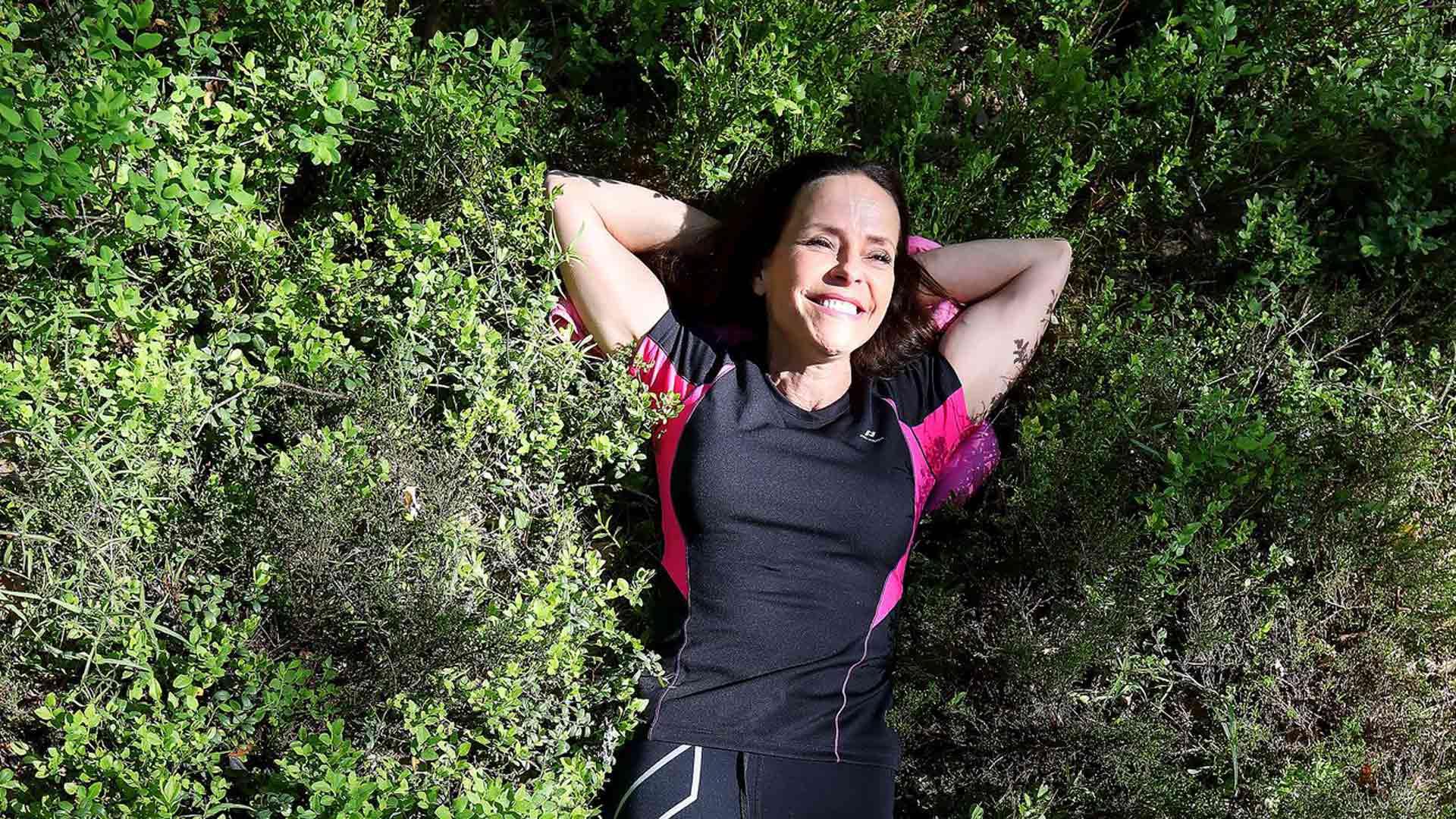"""""""En yleensä ota metsälenkeille puhelinta mukaan, vaan keskityn itseni ja ajatusteni kanssa olemiseen"""", kertoo Maria Kuusiluoma."""