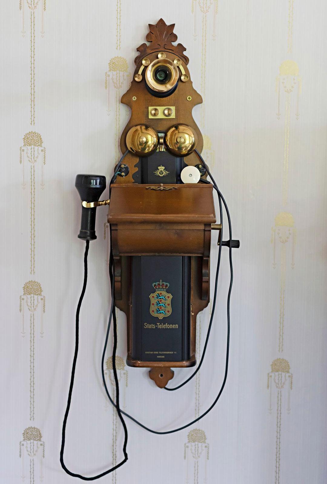 Seinäpuhelin on vanhan puhelimen jäljennös.