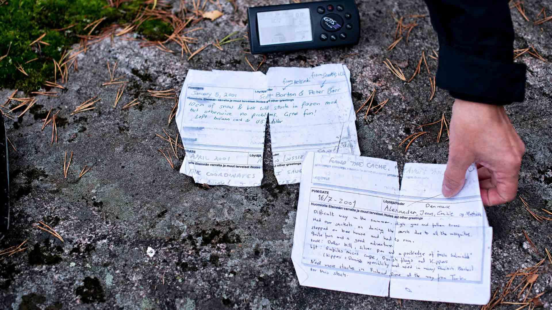 Geokätköilyn varhaisvaiheessa lokikirjoihin tarinoitiin henkilökohtaisia kommentteja löydöistä ja löytäjistä.
