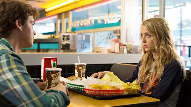 Tree (Jessica Rothe) kokee samat kauhut päivästä toiseen elokuvassa Happy Death Day.