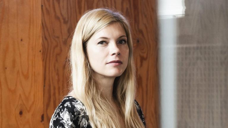 Näyttelijä Saara Kotkaniemi laati ohjeistuksen intiimikohtauksiin kameratyöskentelyssä. Ohjeistuksen julkaisi Suomen elokuvasäätiö.