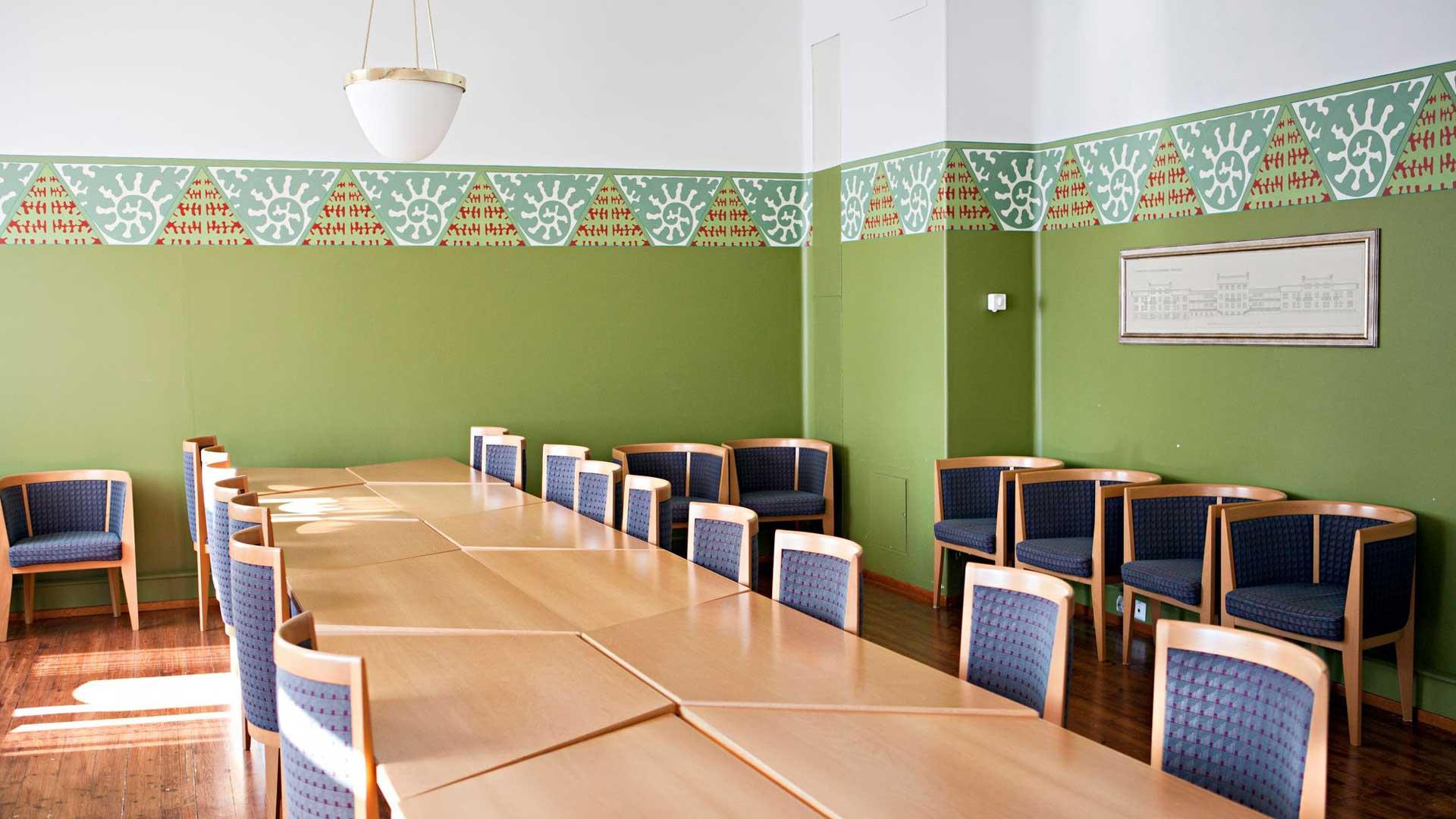 Kruunupuiston vanhan puolen remontissa on säilytetty viime vuosisadan vaihteen värimaailmaa.