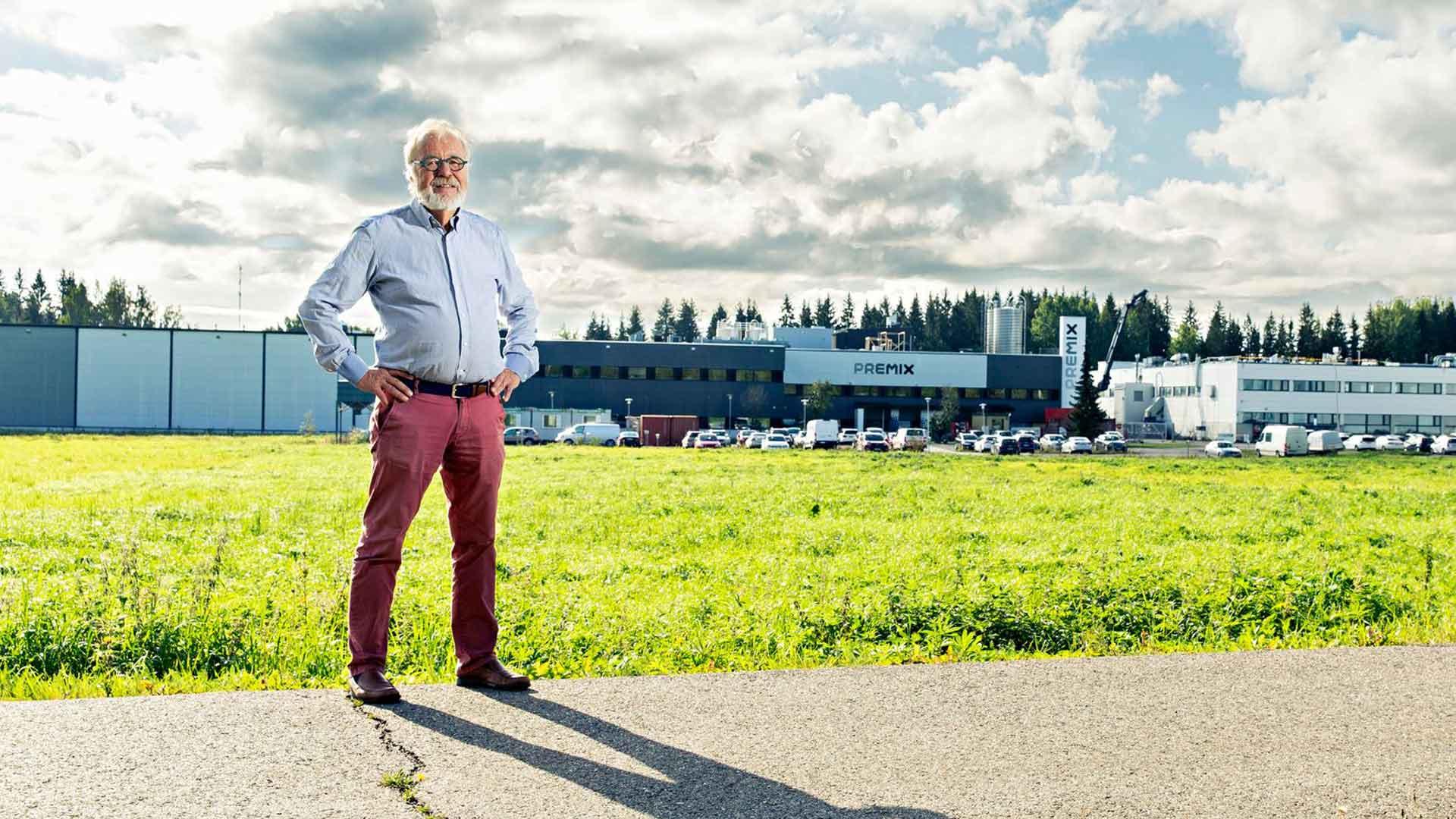Antti Kiikka kertoo, että hänen kirjansa AK - Sadan Vuoden Urakka ei ole varsinaisesti myynnissä, mutta sen saa omakseen lahjoittamalla  25 € tai enemmän Koulutus Elämään -säätiölle, joka tukee lasten terveitä elämäntapoja.