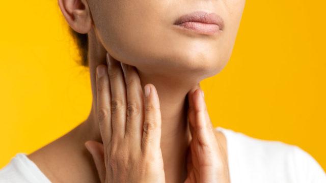 Kuukautiskiertohäiriöiden kohdalla tulisi herkästi katsoa kilpirauhasarvot verikokeesta.