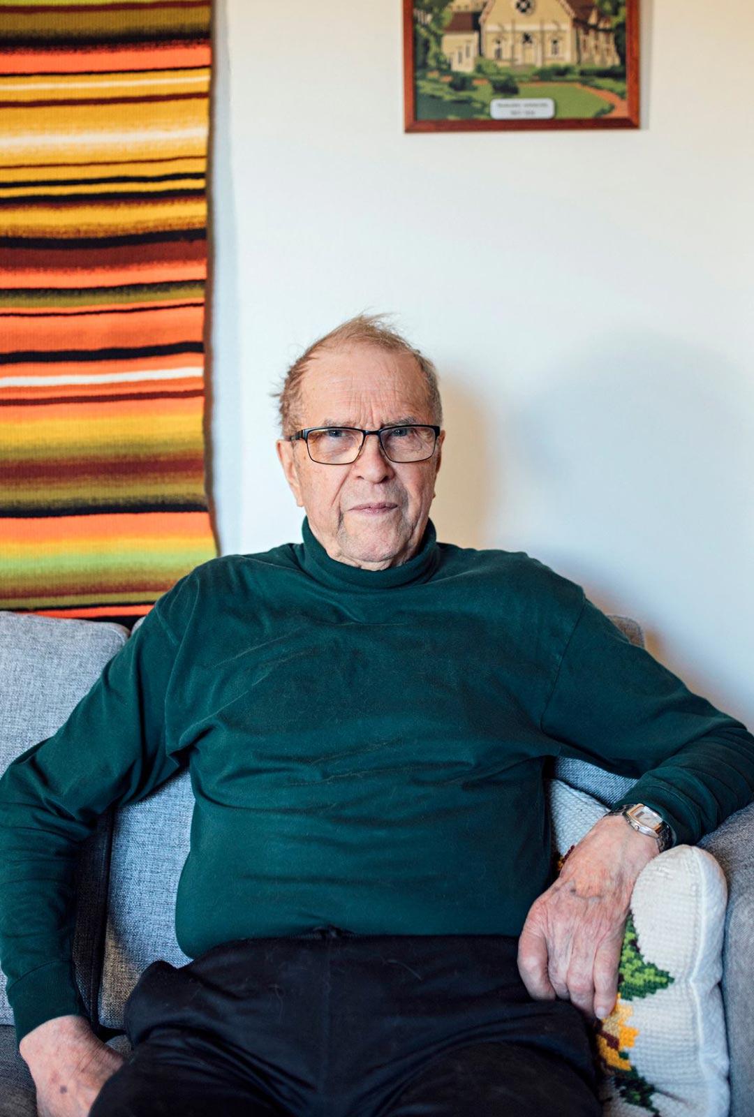 Tuusulassa asuva Pentti Ojanen puhuu yhä useita merimiesvuosinaan oppimiaan kieliä. Pohjoismaisten kielten ja englannin lisäksi hän pärjää mukavasti ainakin saksalla ja flaamin kielellä.