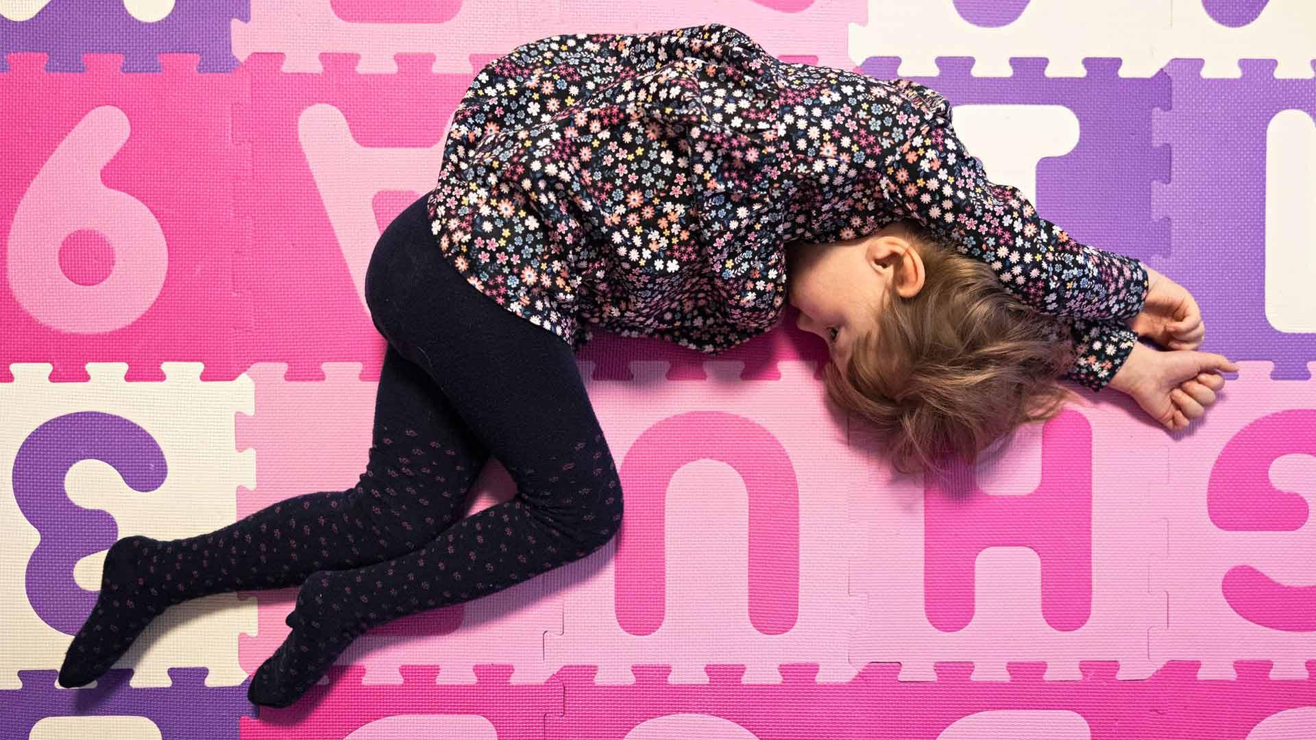Nelivuotias Iita Kortelainen asuu Siilinjärvellä. Hänen kehitysvammansa syy on niin harvinainen, ettei hänen elämälleen ole ennustetta.