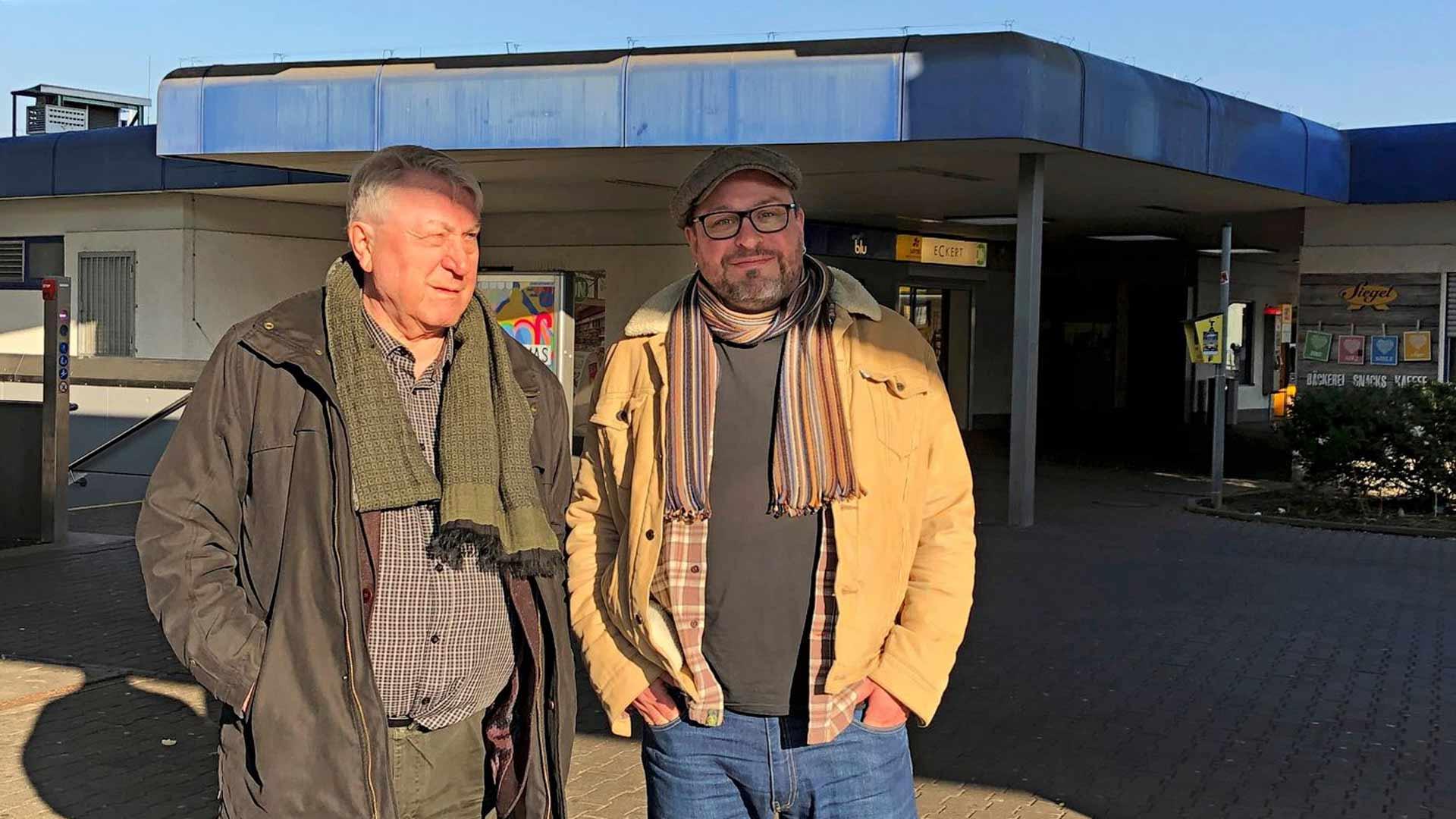 Topi Salmi teki isänsä Vexi Salmen kanssa Saksaan matkan, johon kuului junareissu Stuttgartiin.