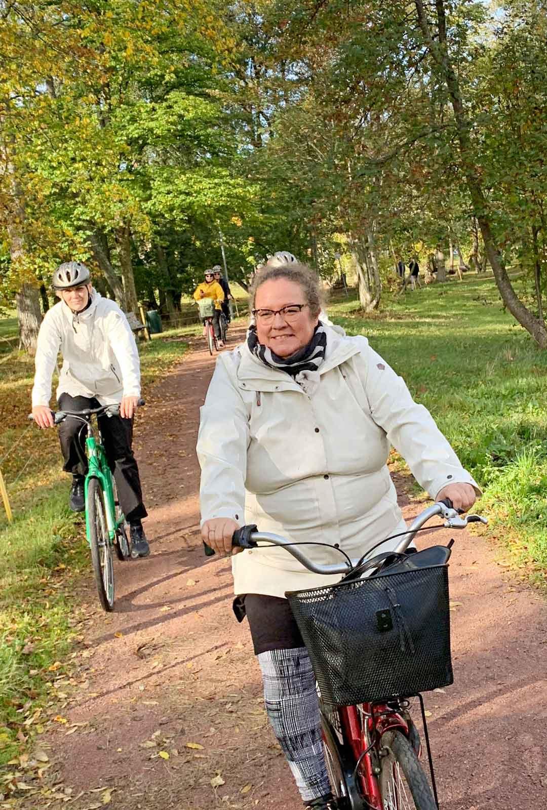 Maarianhaminan ympäri kiertävät pyöräily- ja kävelytiet ovat hyvinhoidettuja ja löytyvät kaupungin kartasta.