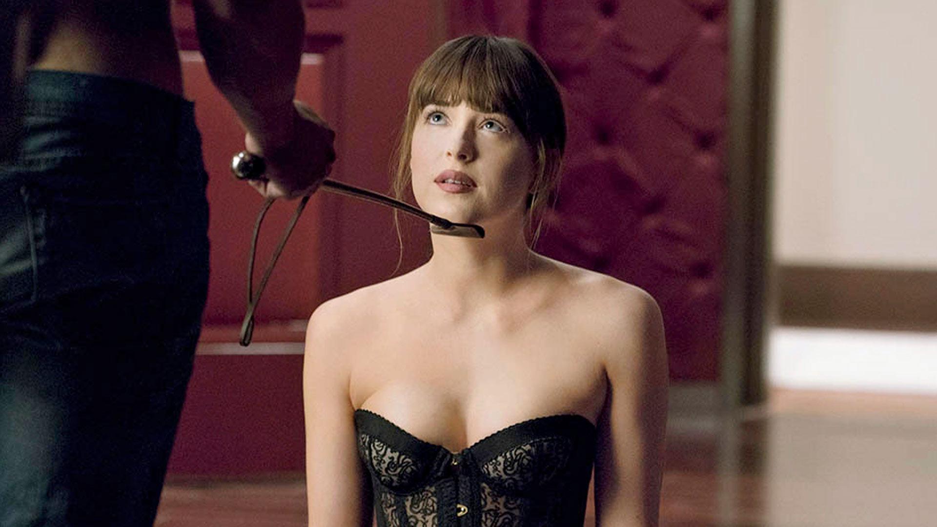 Dakota Johnson elokuvassaFifty Shades Freed.