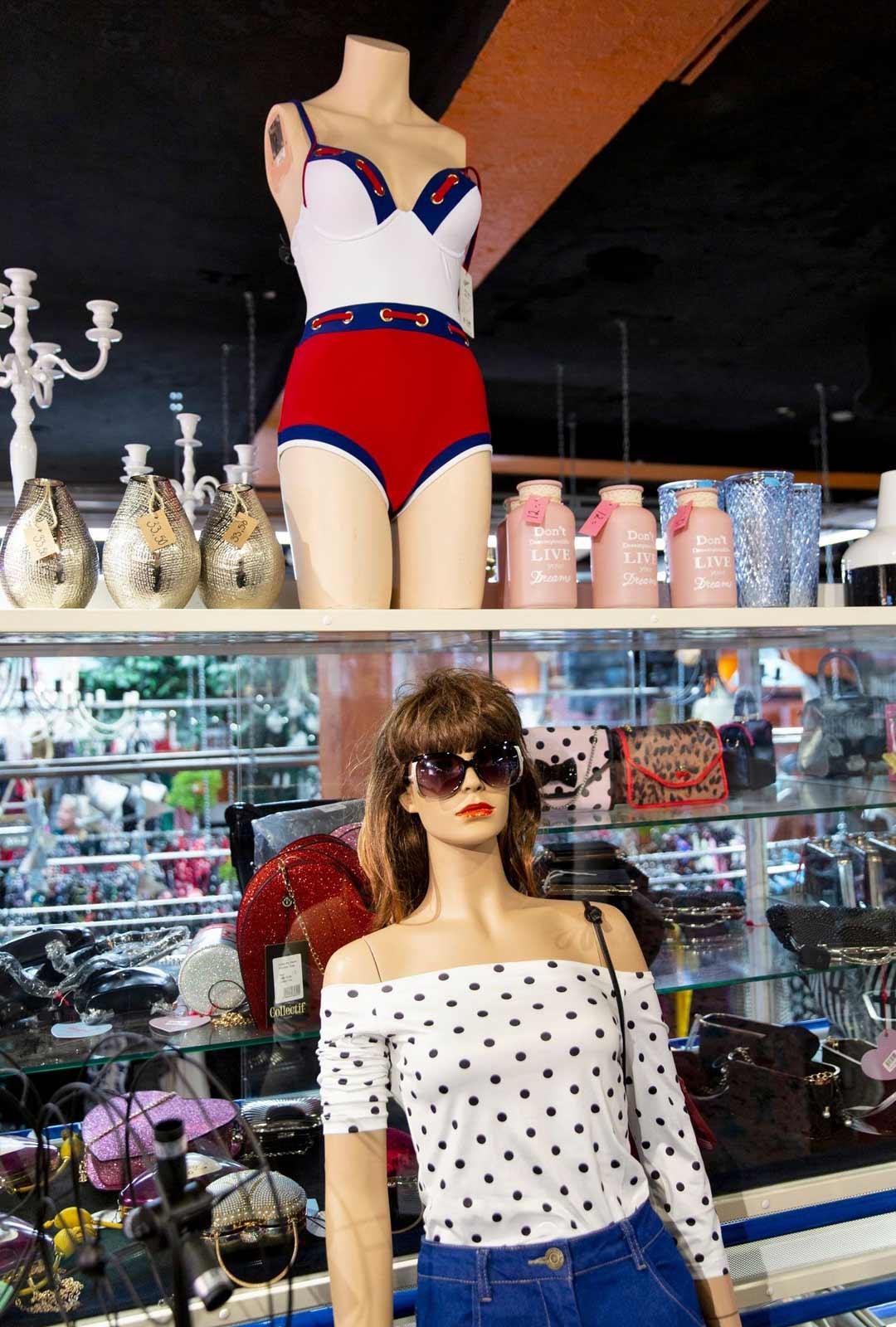 Anitan kaupassa nainen kuin nainen löytää tyylinsä, sillä tarjolla ei ole vain vaatteita, vaan myös kannustusta ja rohkaisua, että jokaiselle löytyy kaunista päällepantavaa.