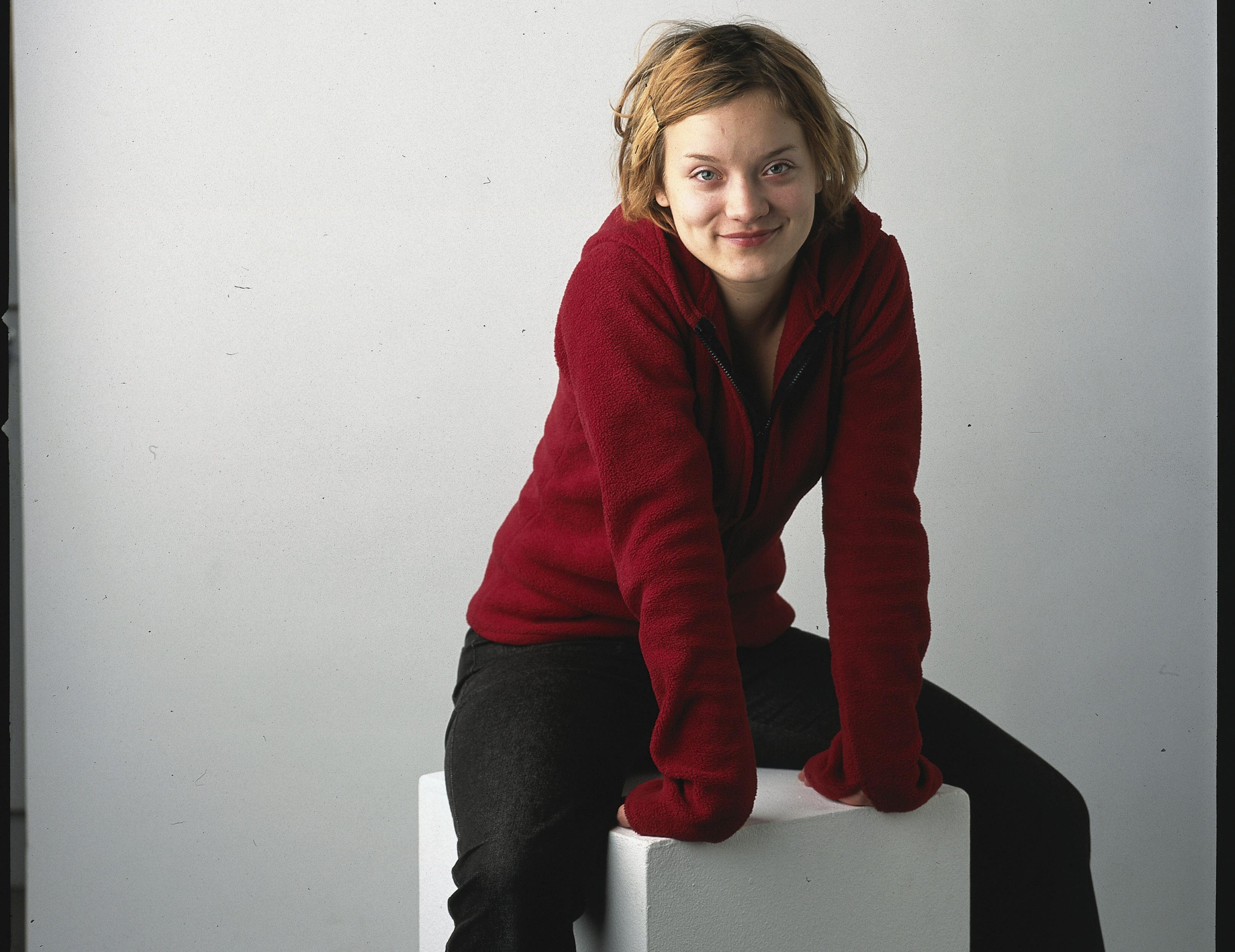 Näyttelijä Elena Leeve kertoo hypänneensä tuntemattomaan, kun hän on taas sinkku.