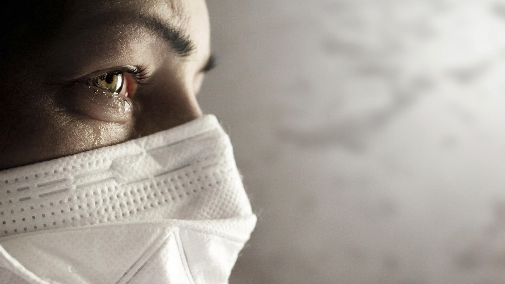 Pitkä Covid voi oireilla esimerkiksi väsymyksenä, sydämentykytyksenä tai siihen voi liittyä elinvaurioita.