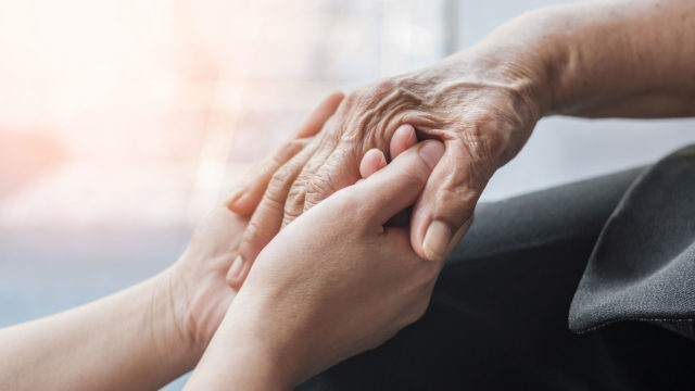 """""""Isä ei koskaan puhunut sanallakaan Alzheimerista, emmekä ole puhuneet siitä  juuri mitään tähän päivään mennessä."""""""