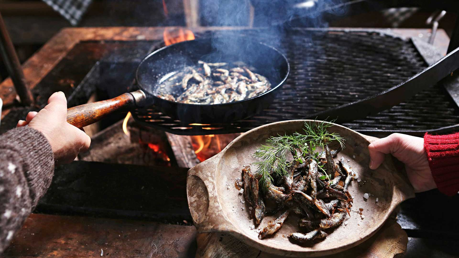 Wild food kitchen -Ravintola on mukana kehittämässä paikallista ruokaperinnettä ja luonnon raaka-aineiden käyttöä edistävää Wild Food Kuusamo Lapland -merkkiä.
