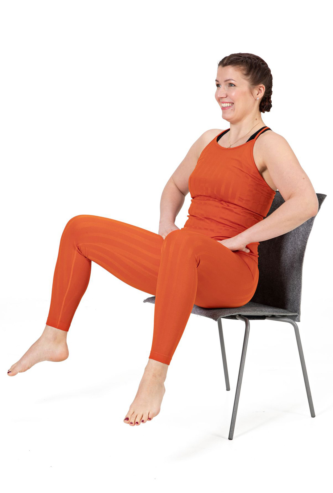 Hypi istuen jalat auki ja yhteen -hyppyä.
