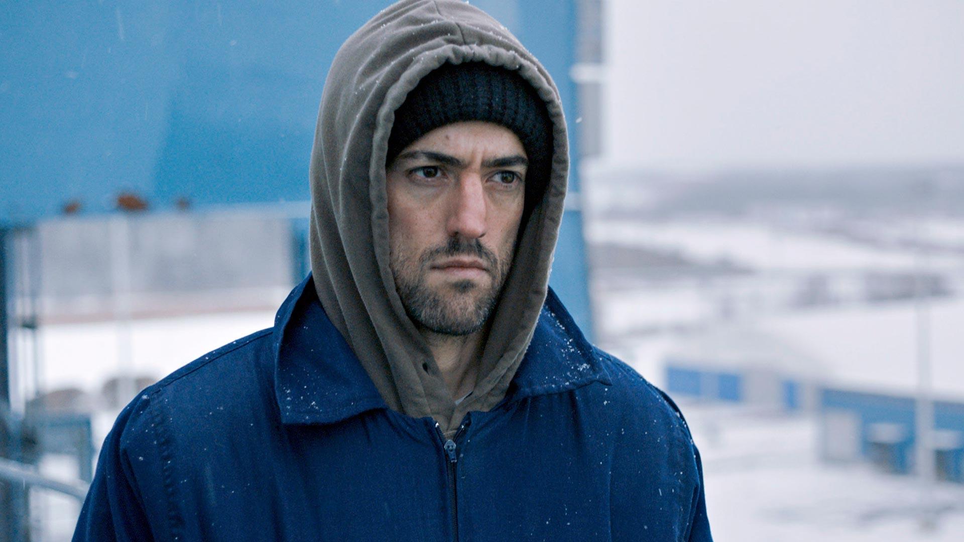 Meksikolaisnyrkkeilijä Miguel (Luis Gerardo Méndez) löytää itsensä suomalaisen talven keskeltä elokuvassaBayoneta – Viimeinen isku.