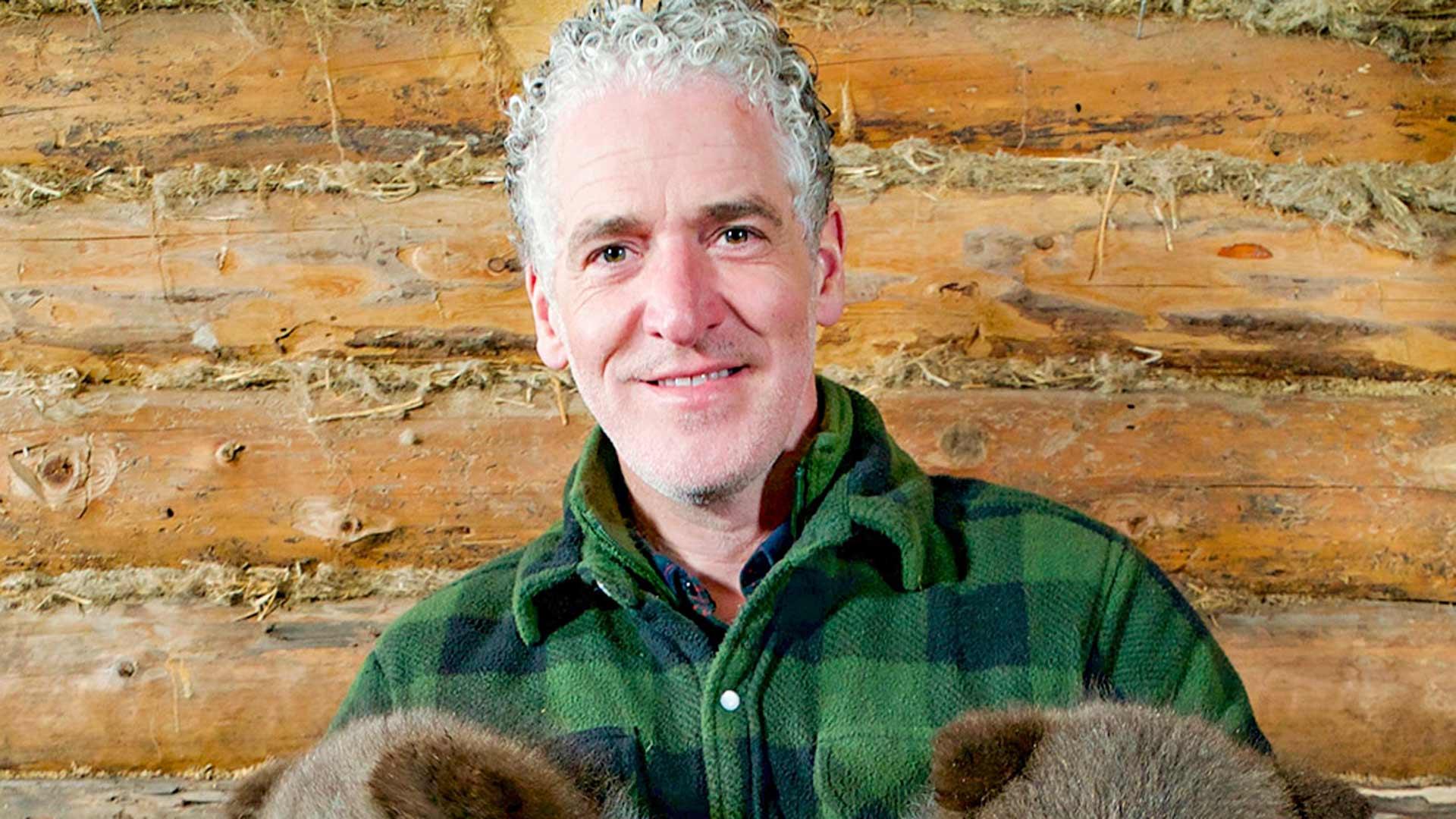 Karhunpennut ja minä, kuvassaluontokuvaaja Gordon Buchanan.