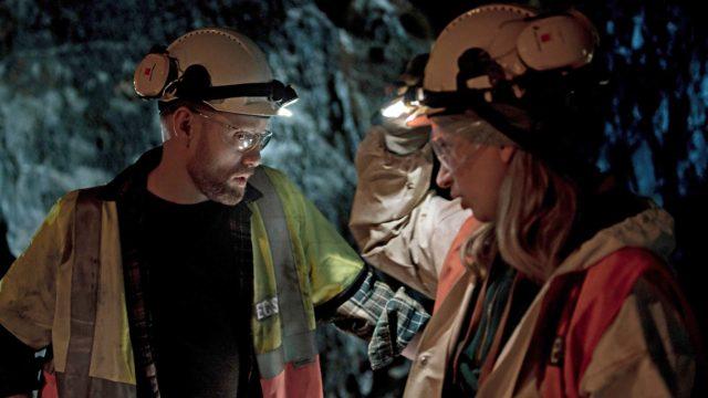 Suursarjassa White Wall700 metrin syvyydestä löytyy maaginen valkea seinä. Keskeisissä rooleissa nähdään norjalainen Aksel Hennie ja ruotsalainen Vera Vitali.