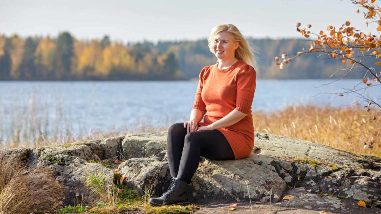 Mirva Vilokkinen on huomannut, että hän pystyy vaikuttamaan kipuihin positiivisella asenteella. Hän näkee jokaisessa päivässä jotain hyvää, kipujenkin keskellä.