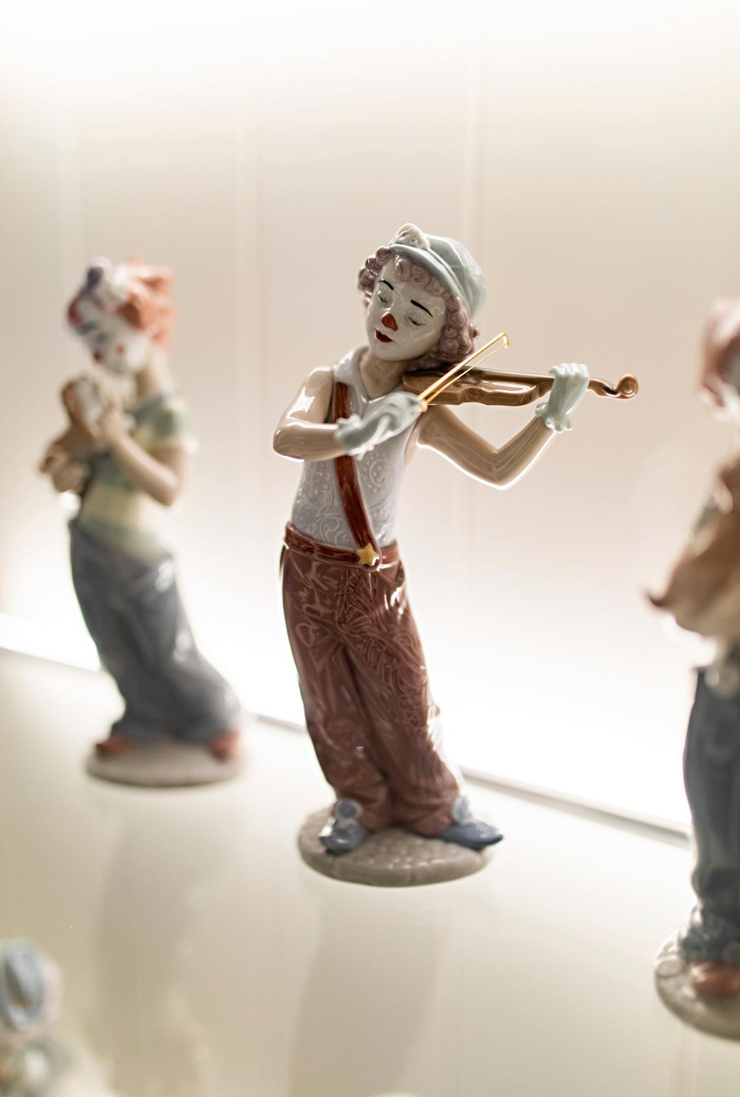 Llardon figuurit ovat muistoja matkoilta, joita Armi teki yhdessä miehensä kanssa.