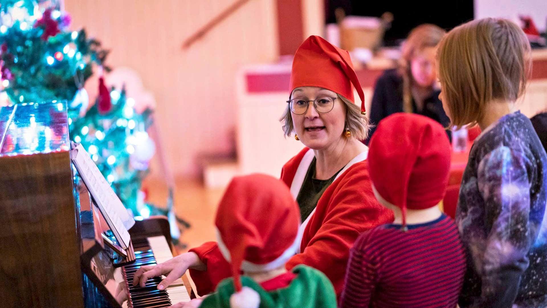 Edellisvuosina Haminan jouluun on kuulunut yhteinen jouluaatto, johon kaikki ovat tervetulleita. Tänä vuonna yhteisjoulu on tauolla, mutta ensi vuonna lauletaan taas joululauluja yhdessä.