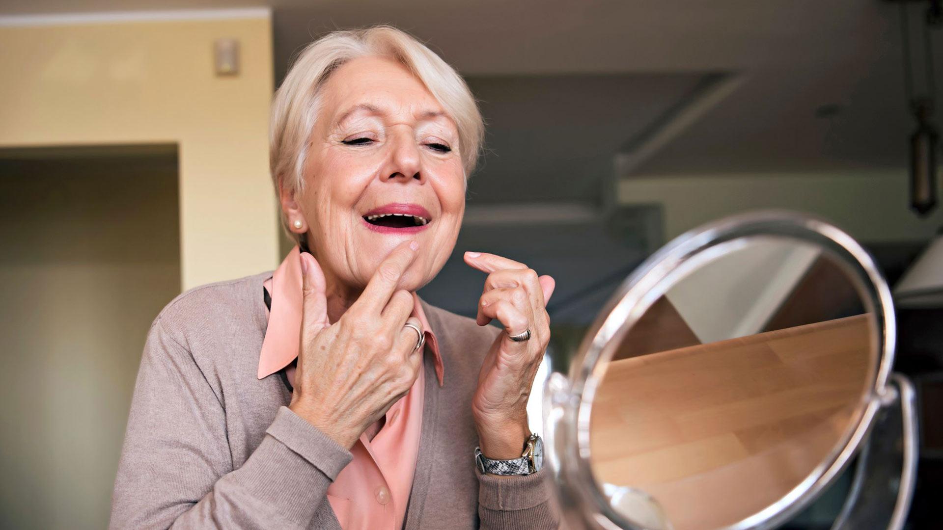 Finnien puristelu jättää helposti ihoon arven ja toisaalta lisää tulehduksen riskiä.