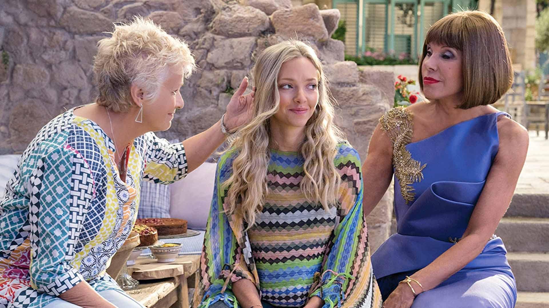 Mamma Mia! Here We Go Again, kuvassaJulie Walters, Amanda Seyfried ja Christine Baranski.