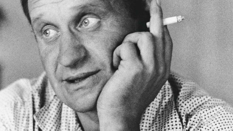 Väinö Linna halusi kirjoittamalla nousta pois puuduttavasta tehdastyöstä ja vaurastua. Haave toteutui vasta Tuntemattoman elokuvatuloilla: hän osti Hämeenkyröstä maatilan.