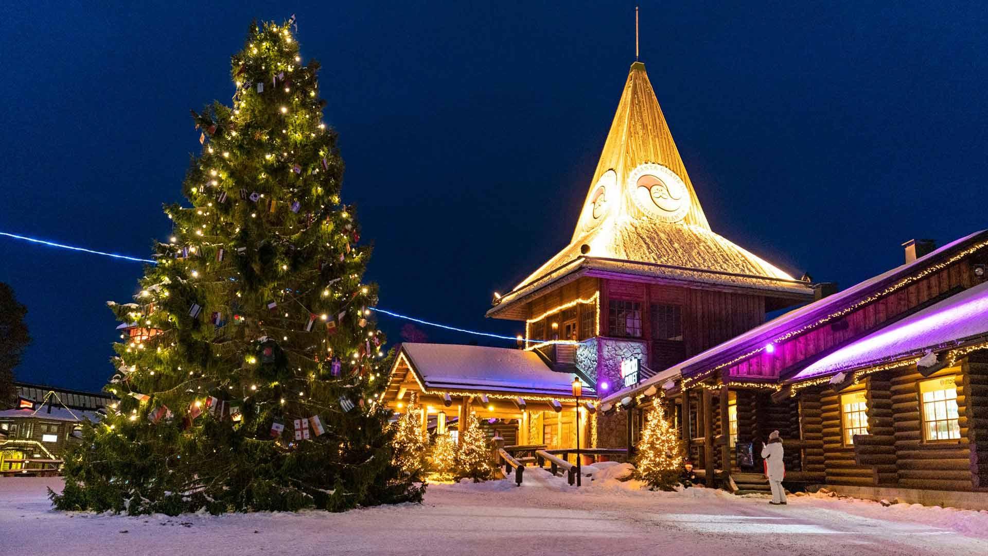 Joulupukin pajakylässä Rovaniemellä kävisi tavallisesti tähän aikaan vuodesta parituhatta ihmistä päivässä. Joululaulut soivat nyt lähes tyhjille pihoille. Korona voi muovata elämäämme pysyvästi – ja samalla myös Joulupukin hahmoa.