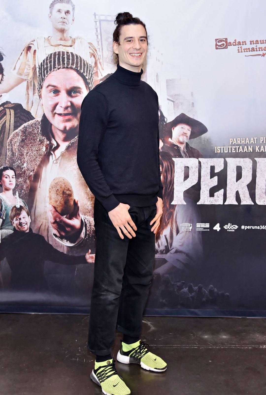 Näyttelijä Alex Anton.