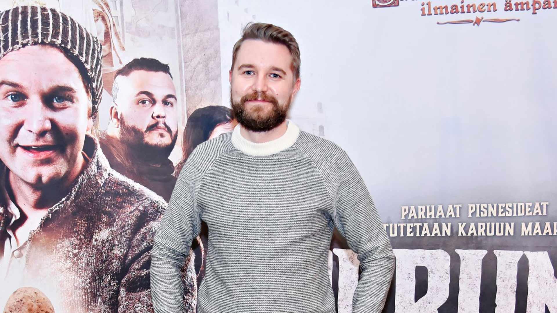 """""""Oma talk show jatkuu maaliskuussa ja toivottavasti tällä kertaa live-yleisön kera"""", näyttelijä Joonas Nordman mainitsi."""