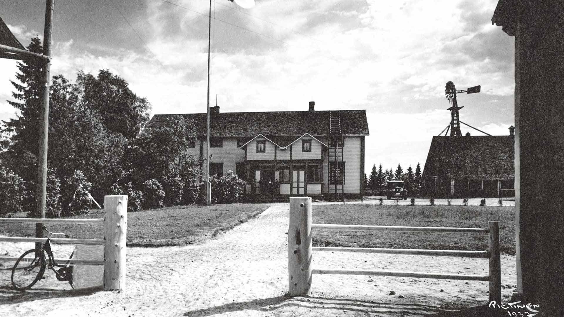 Kyösti Kallion kotitalo Heikkilä 1940. Hän oli talon isäntä noin 10 vuotta ennen valtiomiesuraansa.