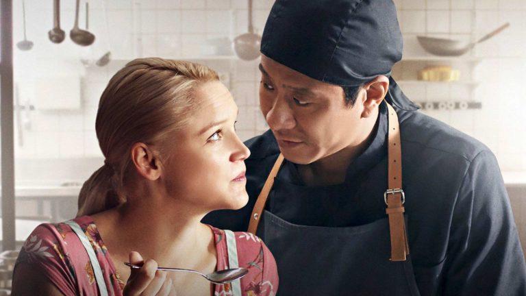 Anna-Maija Tuokko jaChu Pak Hong elokuvassaMestari Cheng.