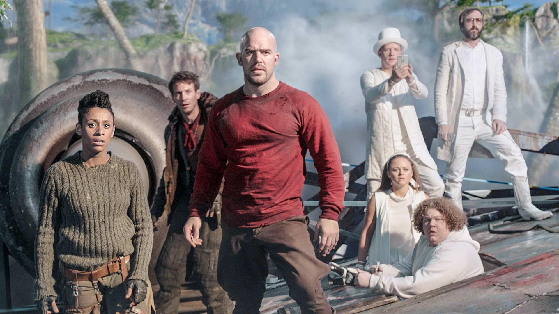 Iron Sky The Coming Race, kuvassa Obianaju 'Obi' Washington (Lara Rossi), Sasha (Vladimir Burlakov, vas.) ja Malcom (Kit Dale).