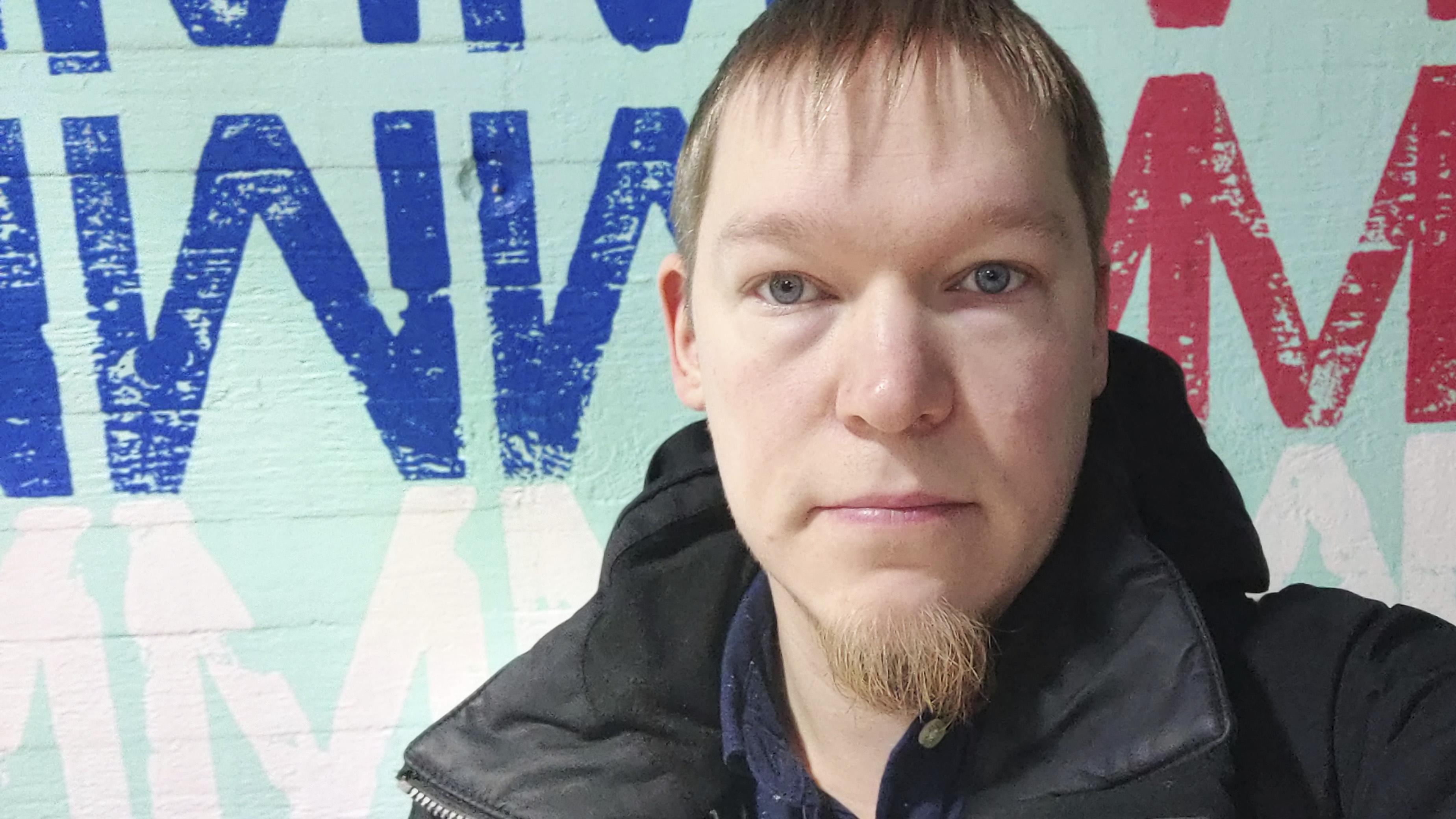 Joni Savolainen vetää pitkää koronaa sairastavien vertaistukiryhmää Facebookissa.