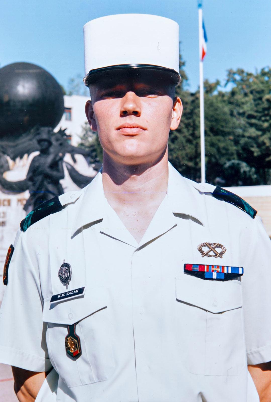 Juhlapäivinä muukalaislegioonan sotilaat sonnustautuvat parhaimpiinsa, joihin kuuluu valkoinen kepi-päähine.