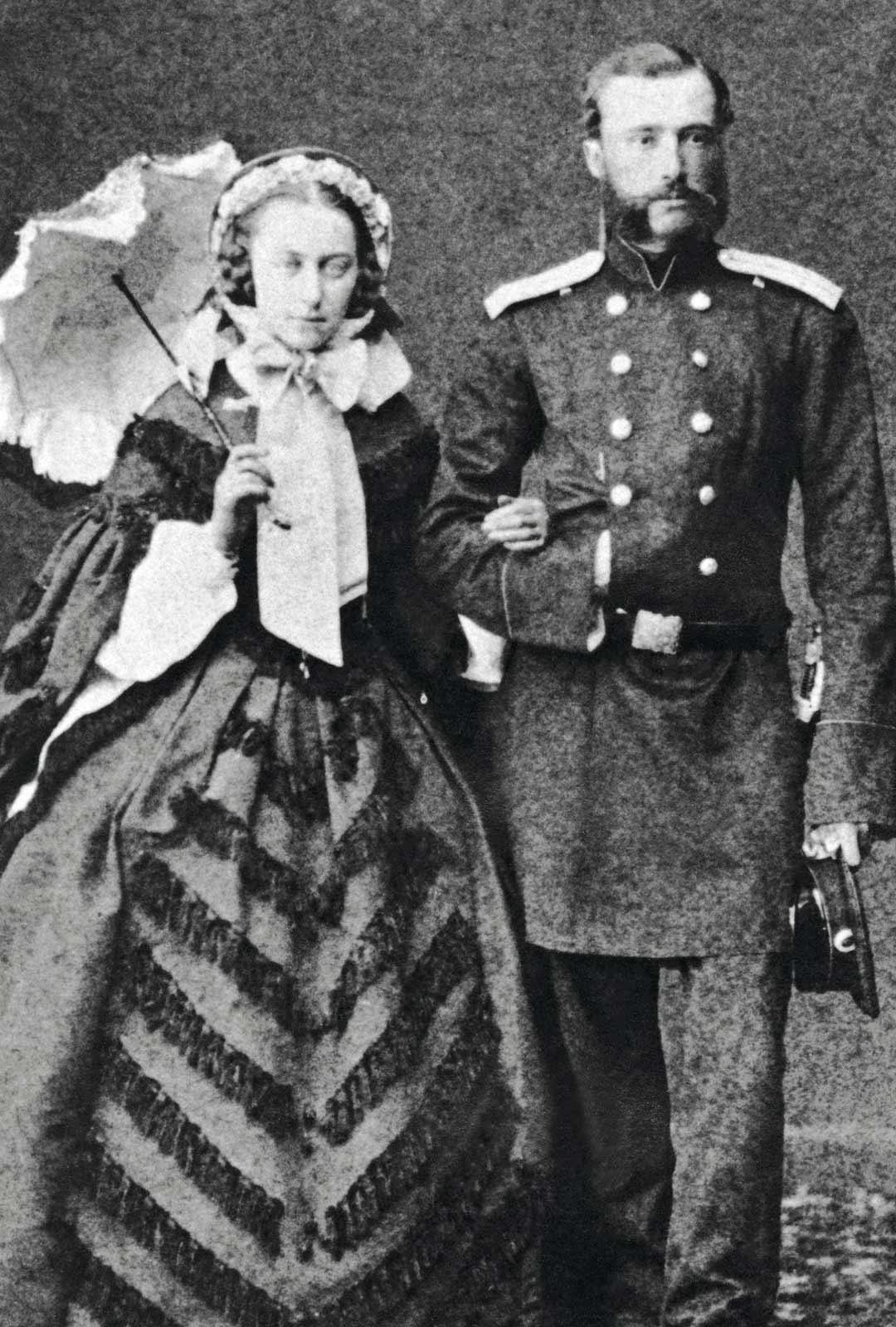 Useat ranskankieliset lemmenkirjeet todistavat Marie ja Constantin Linderin tulisesta rakastumisesta. Vuosien mittaan he riitaantuivat. Pariskunta keskusteli toistuvasti erosta, ja Constantin valmistautui luovuttamaan vaimolleen tältä tulleen omaisuuden. Liitto kuitenkin kesti. Marien kuoltua Constantin meni uusiin naimisiin, hylkäsi vapaamielisyyden ja kohosi Suomen senaatin talousosaston varapuheenjohtajaksi, nykyistä pääministerin tehtävää vastaavaan virkaan.