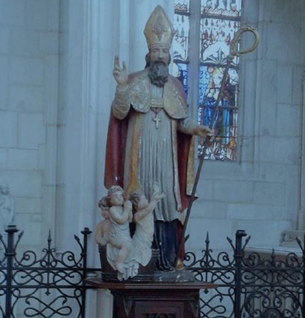 Pyhän Nikolauksen patsas