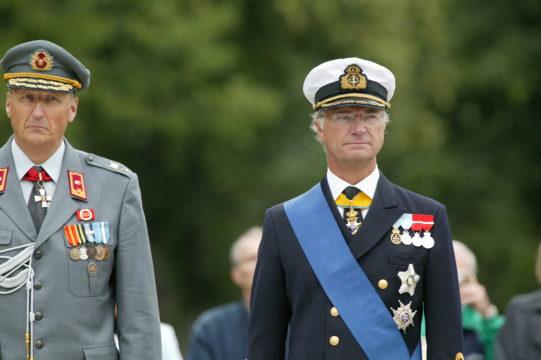 Ruotsin kuningas Kaarle XVI Kustaa valtiovierailulla Suomen Porvoossa vuonna 2003.