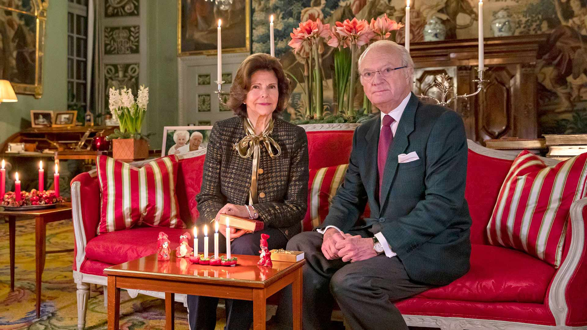 Kuningatar Silvia ja kuningas Kaarle Kustaa viettivät joulua perinteisesti Drottningholmin linnassa. Juhlallisuudet alkoivat kuningattaren syntymäpäivänä aatonaattona. Hovi vahvisti, että kuningaspari noudatti koronarajoituksia joulunakin.