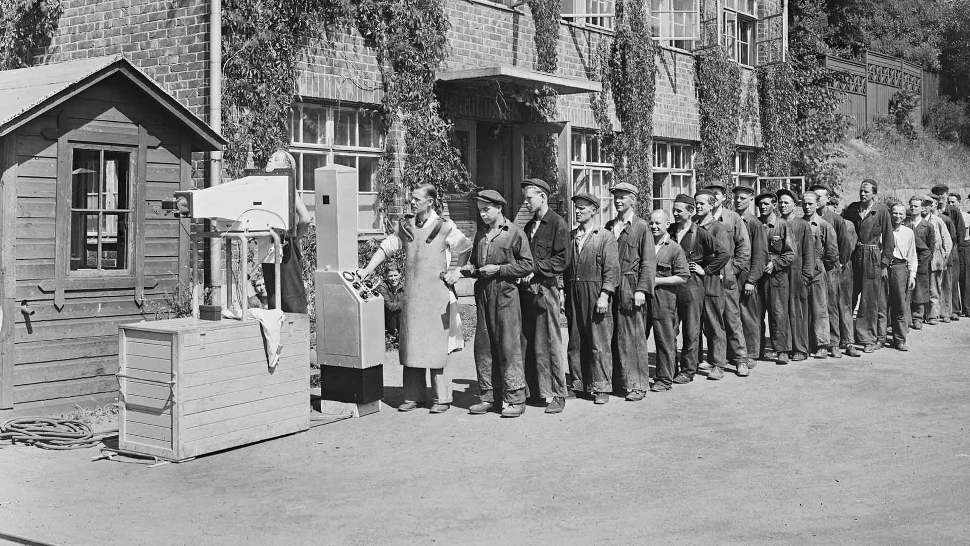 Tehtaissa ympäri maan järjestettiin pienoisröntgenkuvauksia 1940-luvun lopulla.
