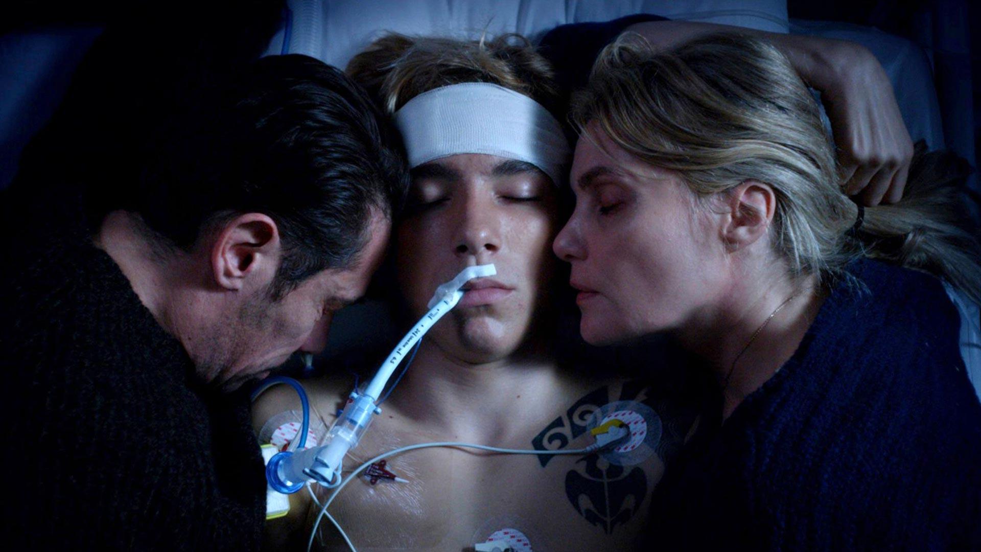 Kool Shen, Gabin Verdet ja Emmanuelle Seigner näyttelevät ranskalaisdraamanNiin kauan kuin sydän lyö keskeisissä rooleissa.