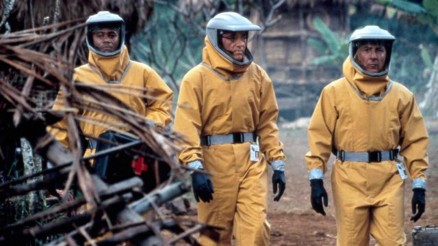 Cuba Gooding Jr., Kevin Spacey ja Dustin Hoffman näyttelevät vuoden 1995 pandemiatrillerissä Tuntematon uhka, jota katsoo uusin silmin korona-aikana.