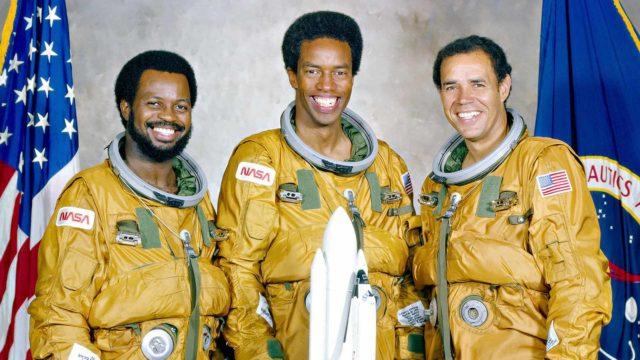 Historia: Rajoja rikkovat astronautit.