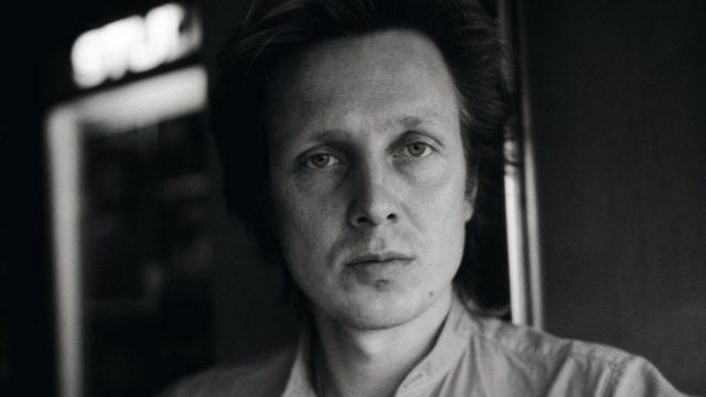 Vuonna 1985 Pave Maijanen oli  nimekäs tuottaja ja muusikko. Pave's Mistakes oli jo tehnyt kestohitin Pidä huolta.