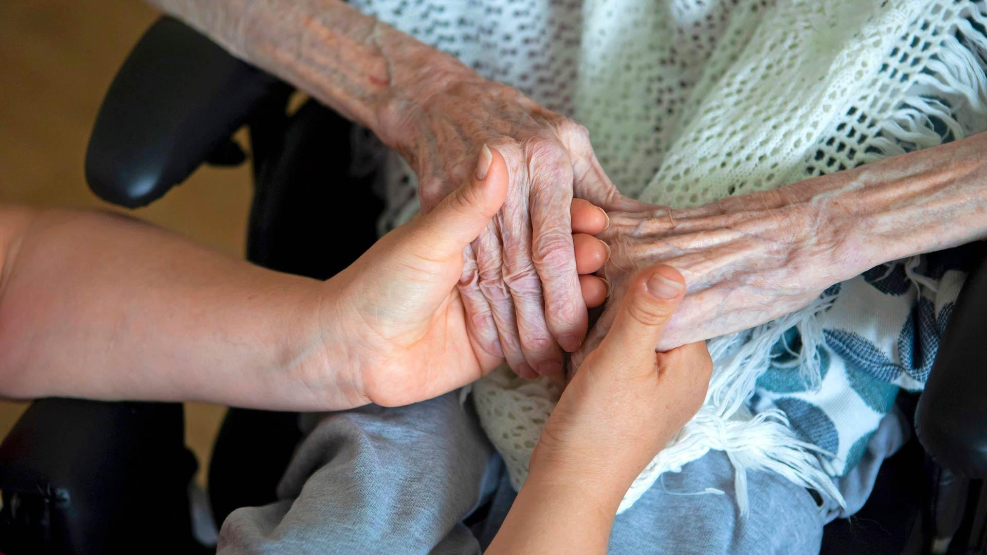 Hoitajapula riivaa vanhustenhoitoa.