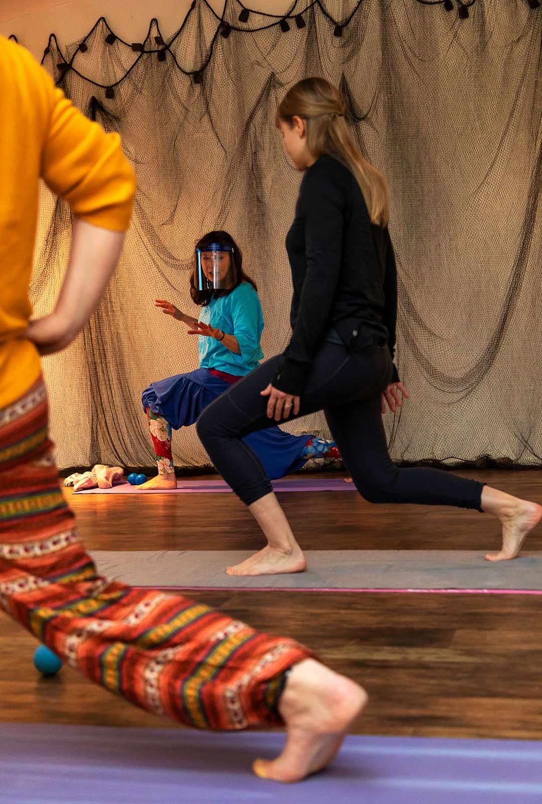 Esimerkiksi tällä liikkeellä voi venyttää tehokkaasti lantion lihaksia.
