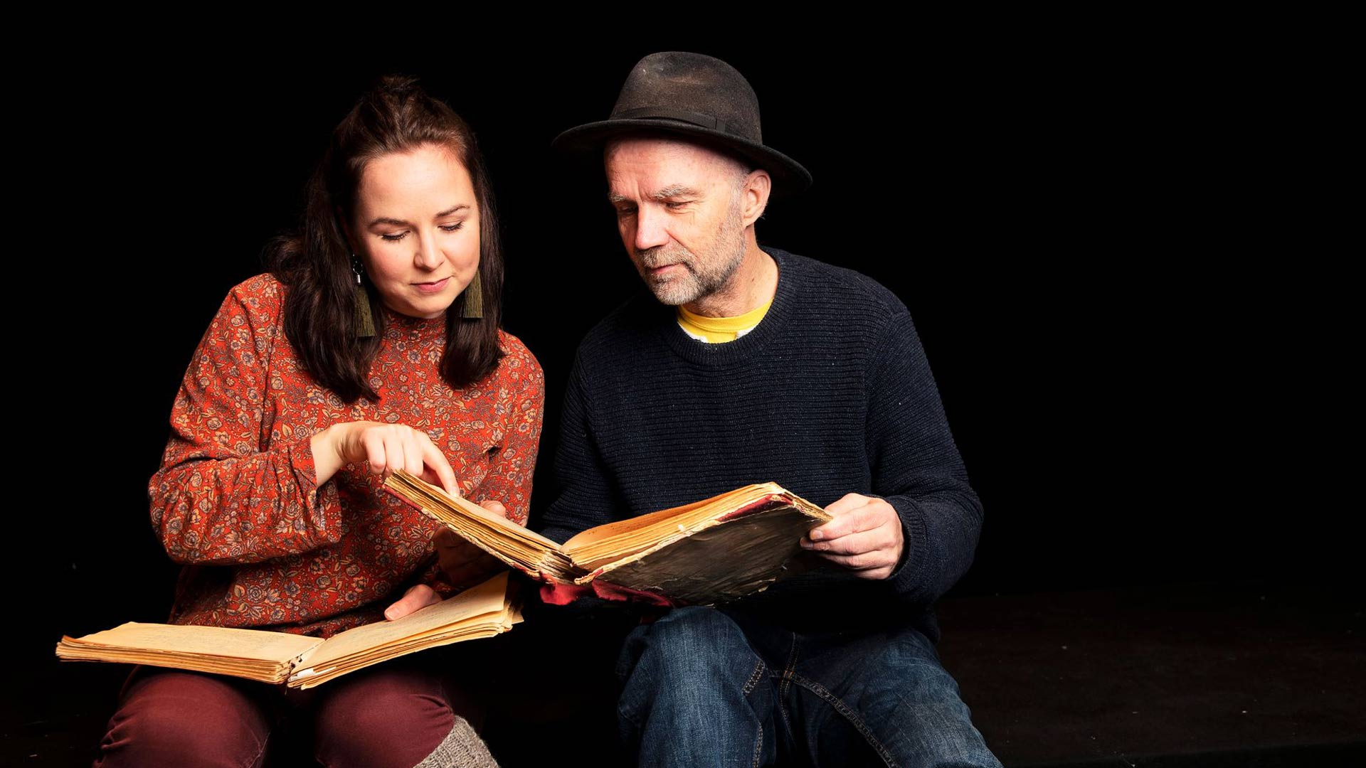 Muusikko ja musiikkipedagogi Juulia Rihu on perehtynyt Lydian kirjoihin yhdessä ohjaaja-käsikirjoittaja isänsä Juha Salmisen kanssa.