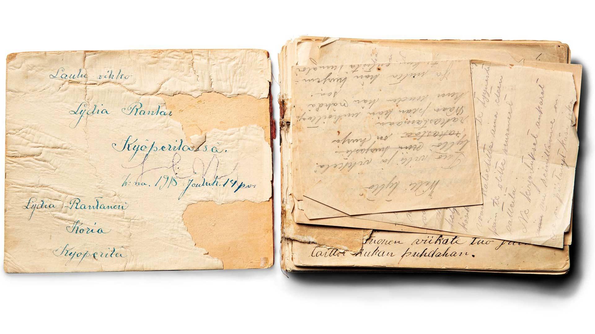 Lydia Rantasen signeeraus löytyy hänen vaatimattomasti lauluvihoksi nimeämänsä kirjan sivulta.